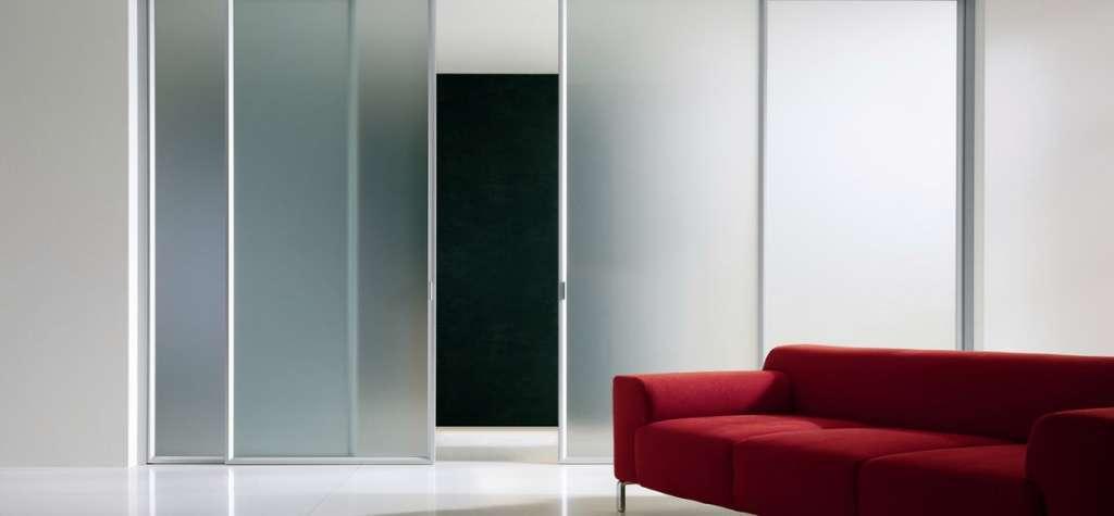 Puertas correderas de cristal c24h for Puertas interiores de aluminio y cristal