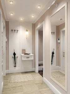 ideas para decorar un pasillo estrecho uso de espejos a