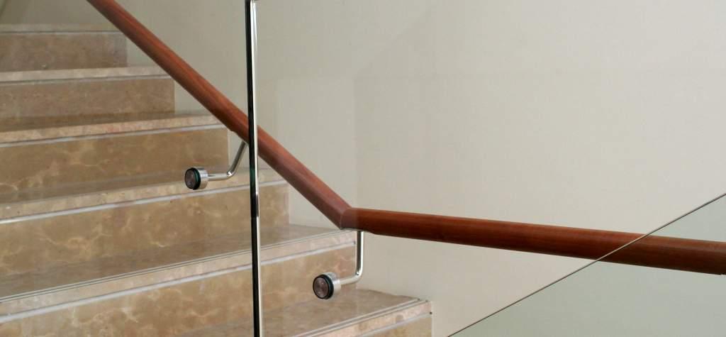 Barandillas de cristal para escaleras interiores ideas for Barandillas escaleras interiores precios