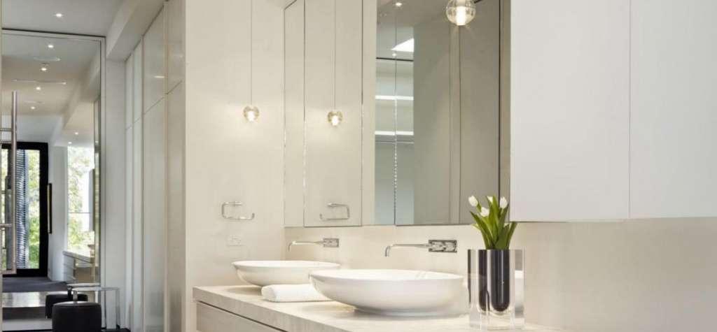 Espejos de ba o a medida para todo tipo de ba os for Focos para espejos de bano